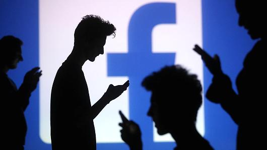 How to Track Someone's Private Messages on Facebook